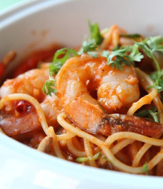 linguines aux crevettes et aux tomates rôties
