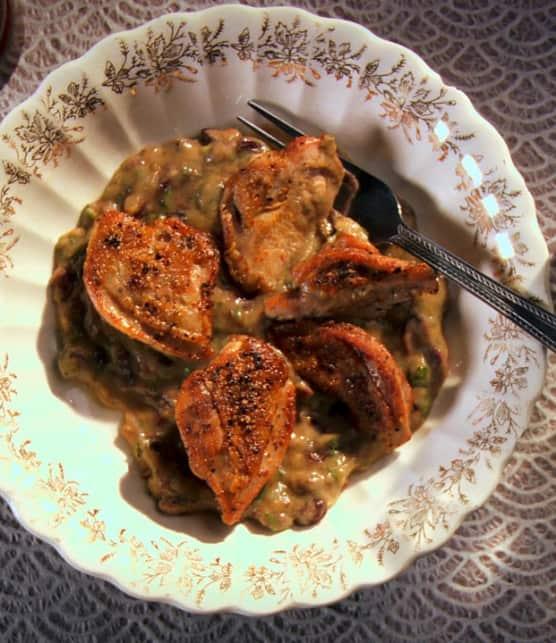 suprême de caille, purée d'aubergine et raisins de Corinthe