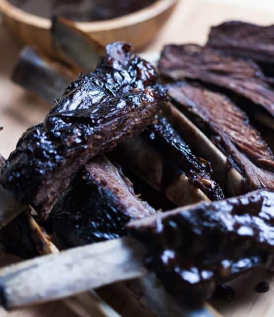 côtes levées de cerf et sauce BBQ