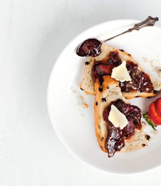 confiture traditionnelle aux fraises et aux kiwis