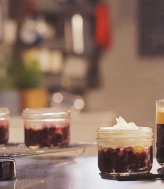 croustade aux pommes, bleuets et poivre long, crème vanille