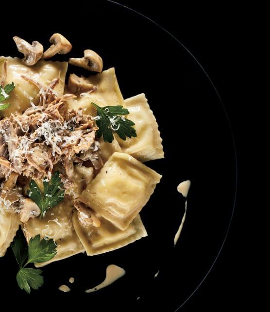 raviolis à la ricotta, confit de canard et champignons