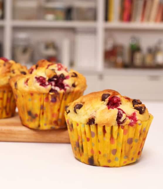 Cuisiner des muffins canneberges et chocolat