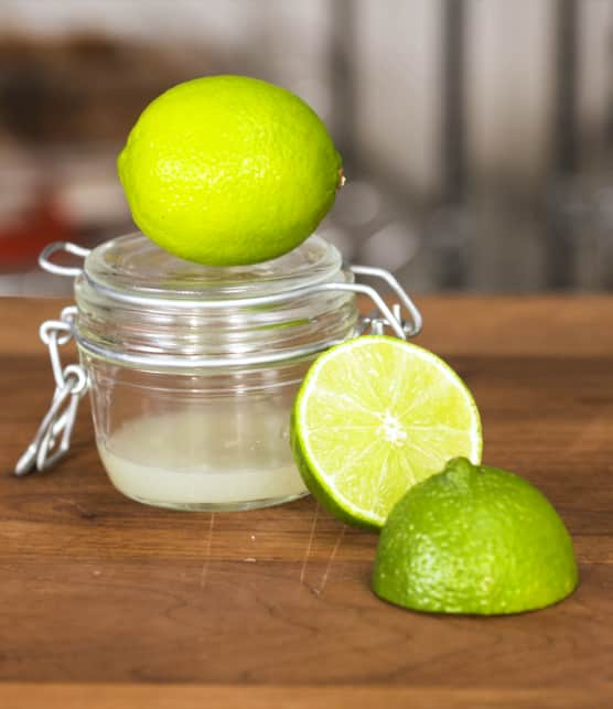 Comment extraire le maximum de jus d'une lime