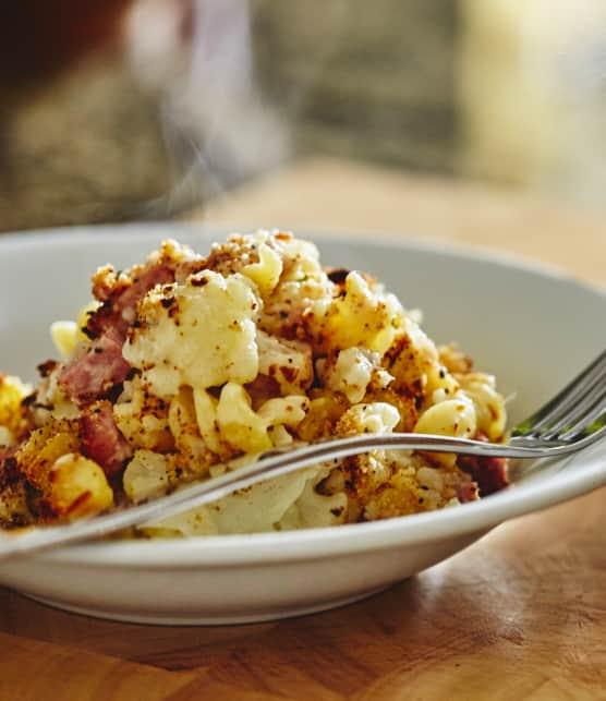 Gratin de chou-fleur, bacon, jambon et fromage Oka