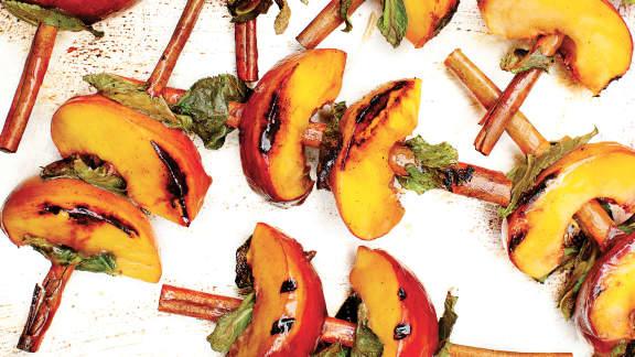 5 idées pour cuire les fruits sur le BBQ