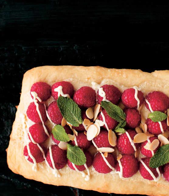 Pizza dessert aux framboises et à la crème d'amande