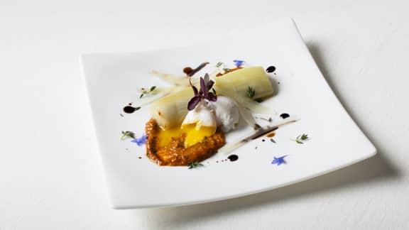 Poireaux et œufs de caille pochés, sauce Romesco