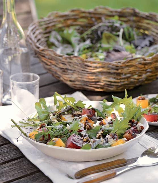 Salade de betteraves rôties sur braises, sauce à la crème sure et à l'aneth
