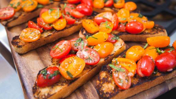 Bruschetta aux tomates et à la menthe