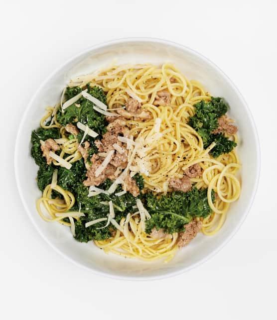 Linguinis à la chair de saucisse, au vin blanc et au kale