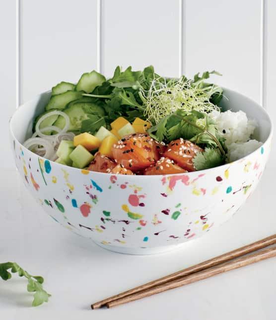 poke au saumon, aux mangues et à la coriandre
