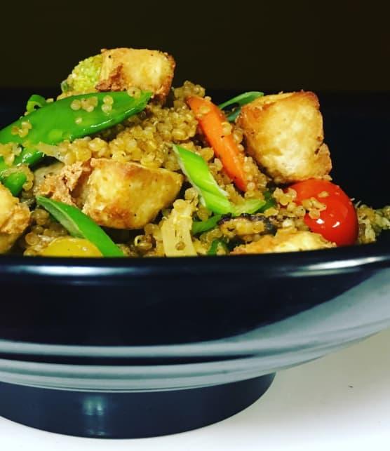 Quinoa sauté au gingembre et tofu (chaufa de quinua et tofu)