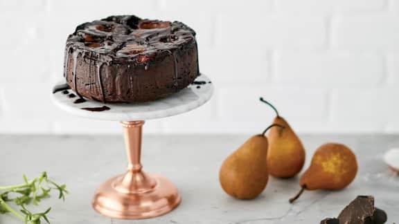 Gâteau aux poires et au chocolat, glaçage au vin rouge