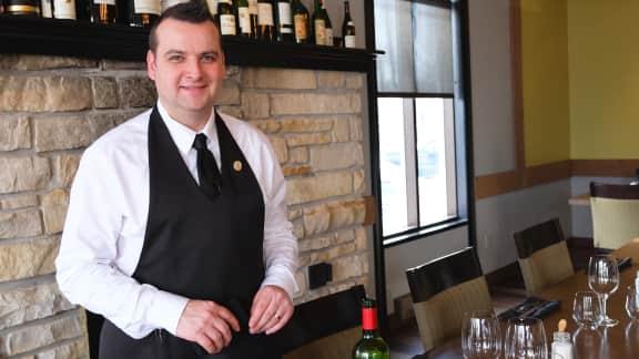 L'art de servir le vin vu par le sommelier Geoffroy Williot