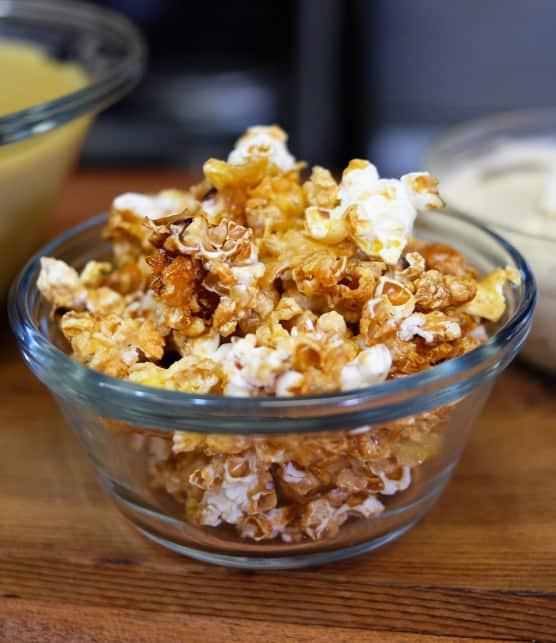 Popcorn et caramel de pommes