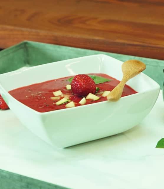 Comment faire une soupe froide aux fraises et basilic avec Karine Verpillot