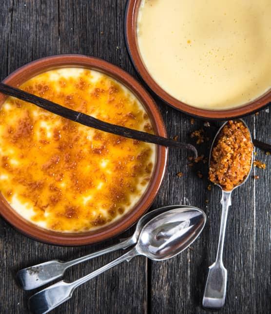 Crème brûlée aux éclats de nougat et ses madeleines