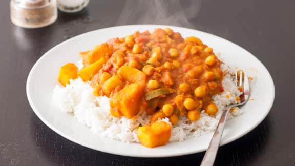 Curry de pommes de terres aux pois chiches (aloo chole)