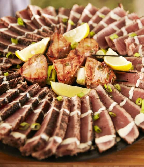 thon grillé au sésame, sauce crémeuse au wasabi