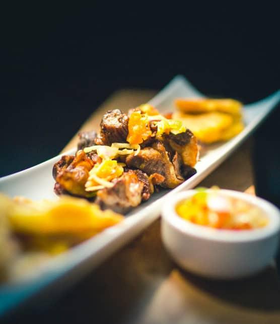 tasso de cabrit (Chèvre frite avec plantains)