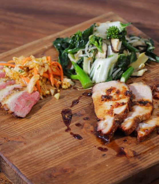 canard grillé, longe de porc, kimchi, shiitake et légumes asiatiques