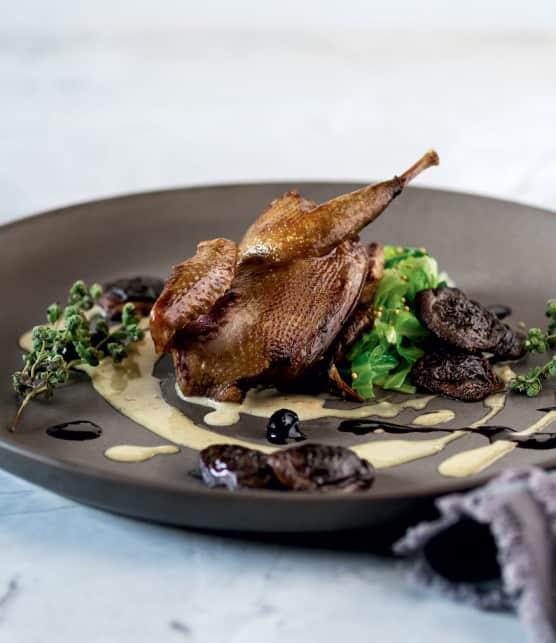 pigeonneaux à la crème de pancetta et foie gras aux bolets et à la compotée de camerises