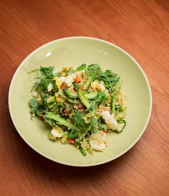 Salade de millet aux oeufs et aux asperges