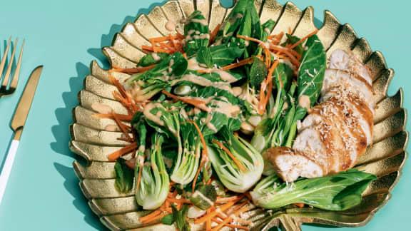 Jeudi : Salade de bok choy, poulet et noix de coco grillée