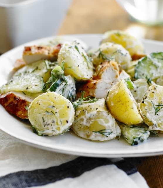 Poitrines de poulet avec salade de pommes de terre crémeuse