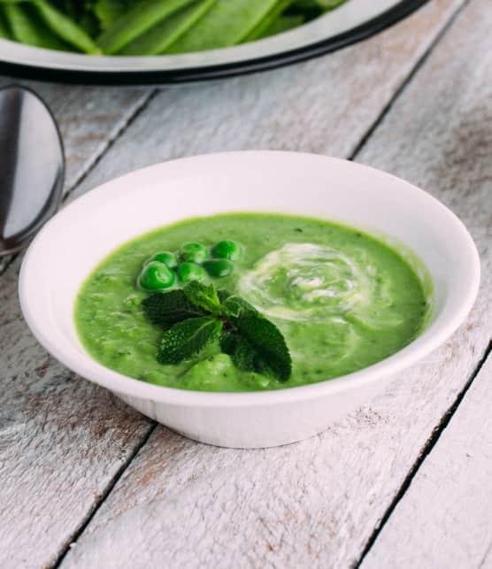 Velouté de pois verts à la menthe et au yogourt gras