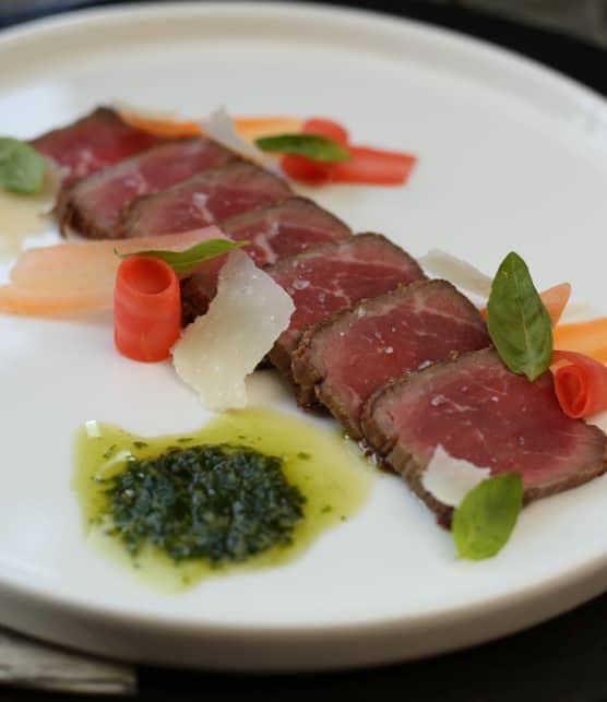 Tataki de bœuf, carottes nantaises et pistou