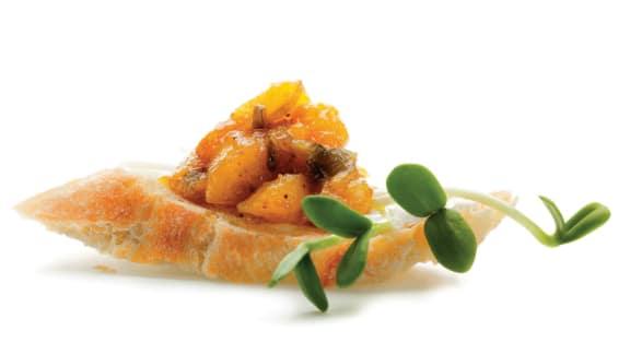 Crostinis au chèvre frais, chutney de mangue et sirop d'érable