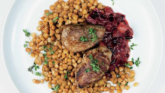 Filet de porc aux prunes et ras el hanouth sur lit de lentilles au thym