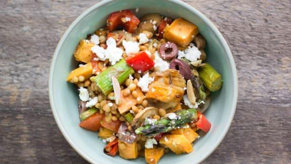 Salade de lentilles, légumes grillés et feta