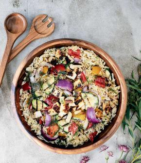 Salade de paillasson et légumes grillés en vinaigrette crémeuse à l'aneth