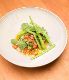 Filet d'aiglefin au four, sauce vierge et fèves vertes