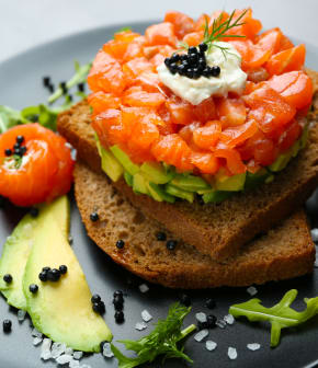 TOP : 7 recettes faciles de tartares de saumon