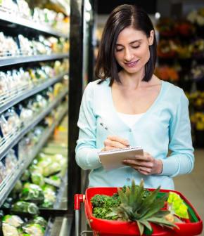 Réduire le coût de la facture d'épicerie : les astuces de nos experts