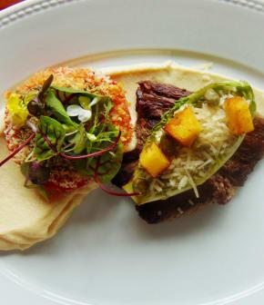 Bavette de bœuf marinée aux herbes de Provence, purée de céleri-rave, tomates provençales, sucrine en césar
