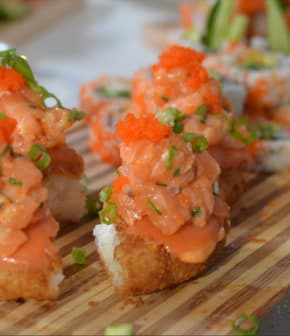 pizza sushi au tartare de saumon épicé