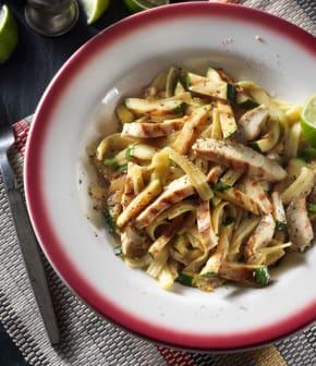 poulet grillé à la lime avec pâtes au jalapeno