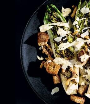 salade César à la laitue grillée