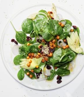 salade aux graines de chanvre, pois chiches rôtis et canneberges