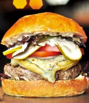 hamburger au fromage Le Ballot et houmous