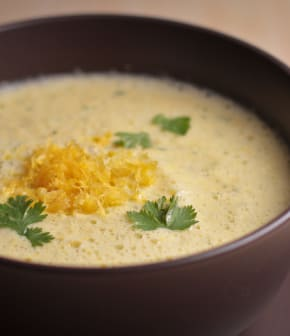 soupe onctueuse au maïs et à la coriandre
