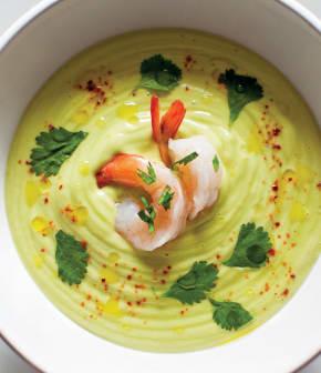 soupe froide aux avocats, aux crevettes et au piment d'Espelette