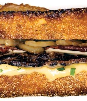 sandwich au steak grillé, estragon et emmental