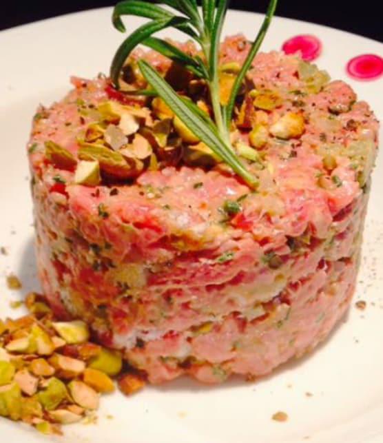 Tartare de truite aux pistaches et salade de pommes vertes