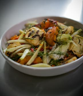 Recette de salade de halloumi et nectarines grillées